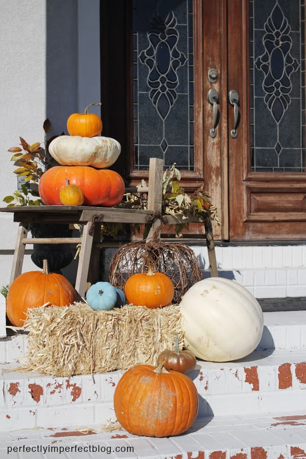 easy fall decorating ideas for the front porch.