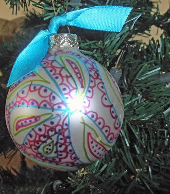 Sharpie+Doodle 5 Ways to Spruce up your Ornaments with Scrapbooking Supplies