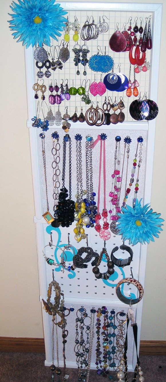 finished+with+Jewelry DIY Jewelry Organizaton