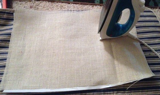 Christmas+placemats+ironing DIY Christmas Burlap Placemats