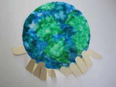 whole+world+in+his+hands+craft+2 15 Kids Earth Day Crafts