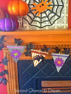garland+left DIY Halloween Wall Art