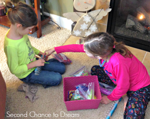 Addy+ampSyd+working+together Rainbow Loom Valentine Cards + Free Printable Cards