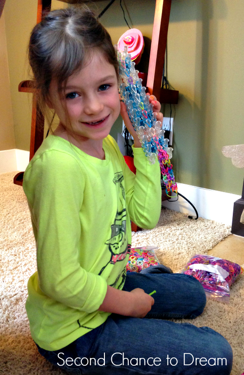 Syd+working Rainbow Loom Valentine Cards + Free Printable Cards
