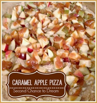 Caramel+Apple+Pizza+title {Featured On}