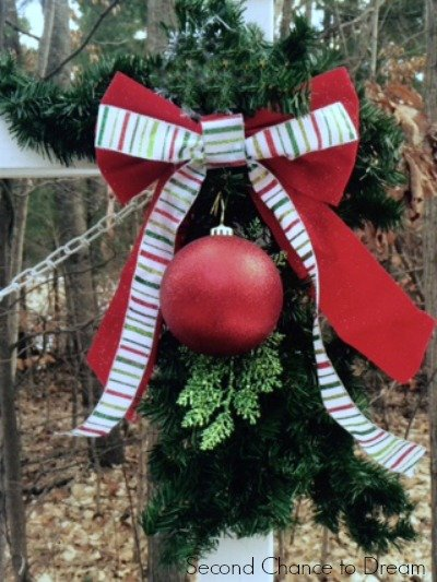 Second Chance to Dream: DIY Christmas Swag #Christmas #DIYdecor #dollarstore