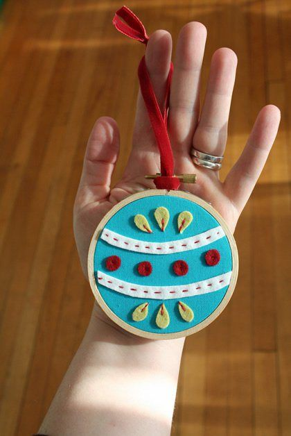 embroidery_hoop_felt_ornament_checkoutgirl.jpg: