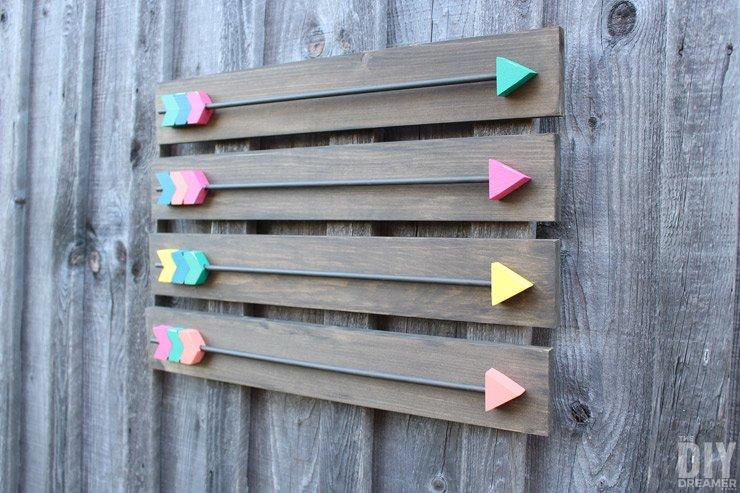Make your own Arrow Wall Decor! Fabulous DIY Wood Arrows Wall Art tutorial! Includes FREE Arrow Template!