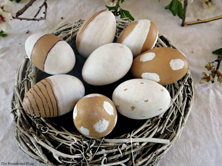 the chalk painted eggs, A nest for my rustic eggs theboondocksblog.com