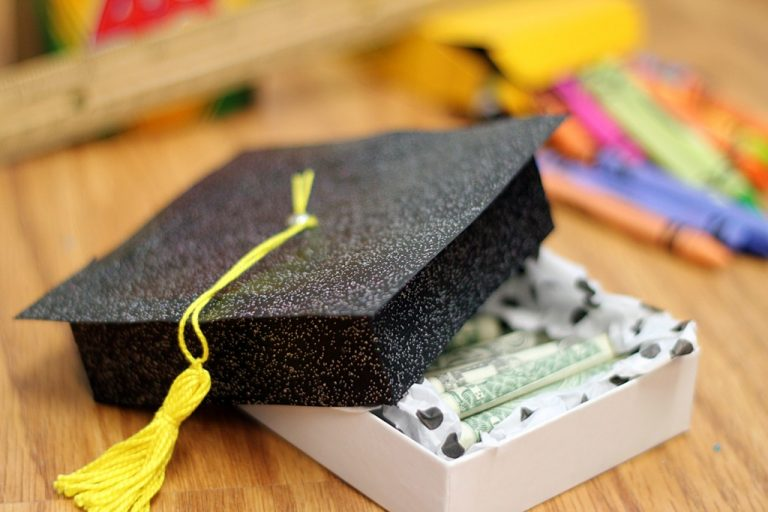 Graduation-gift-ideas-cap-Crafts-Unleashed